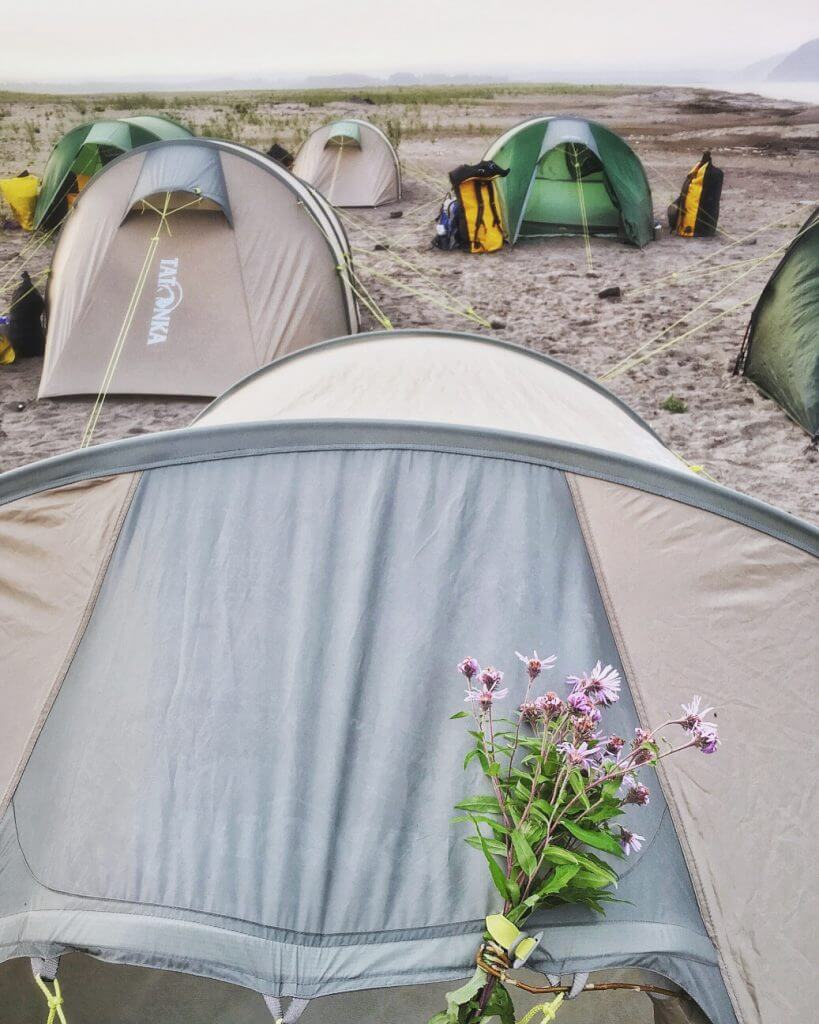 Yukon River Kanutour - Tatonka Zelte am Ufer des Flusses.