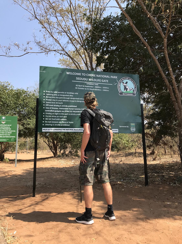 Am Sedudu Gate - dem Tor zum Chobe National Park, Botswana