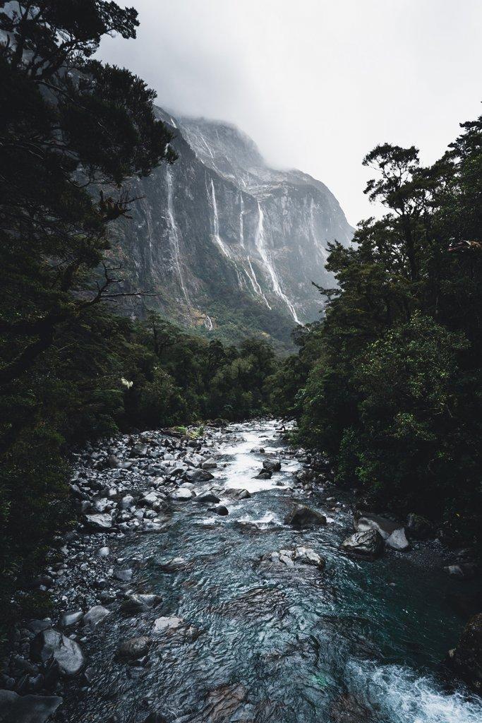 Wasserfälle im Fjordland-Nationalpark auf Neuseeland.