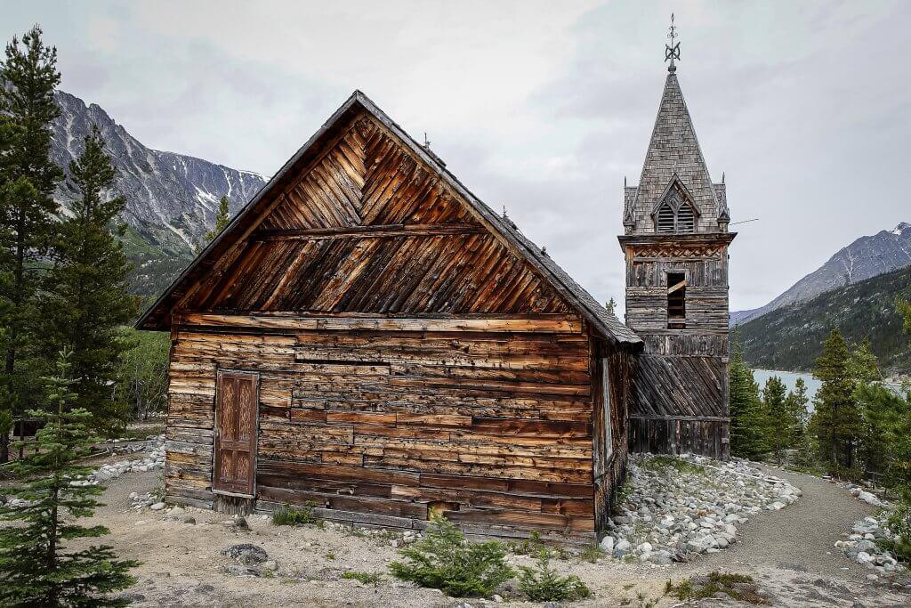 Alte Holzkirche aus der Zeit der Goldsucher am Chilkoot Trail.