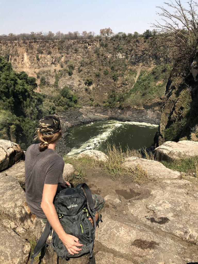 Einfach mal den Ausblick auf die Viktoriafälle in Zimbabwe genießen