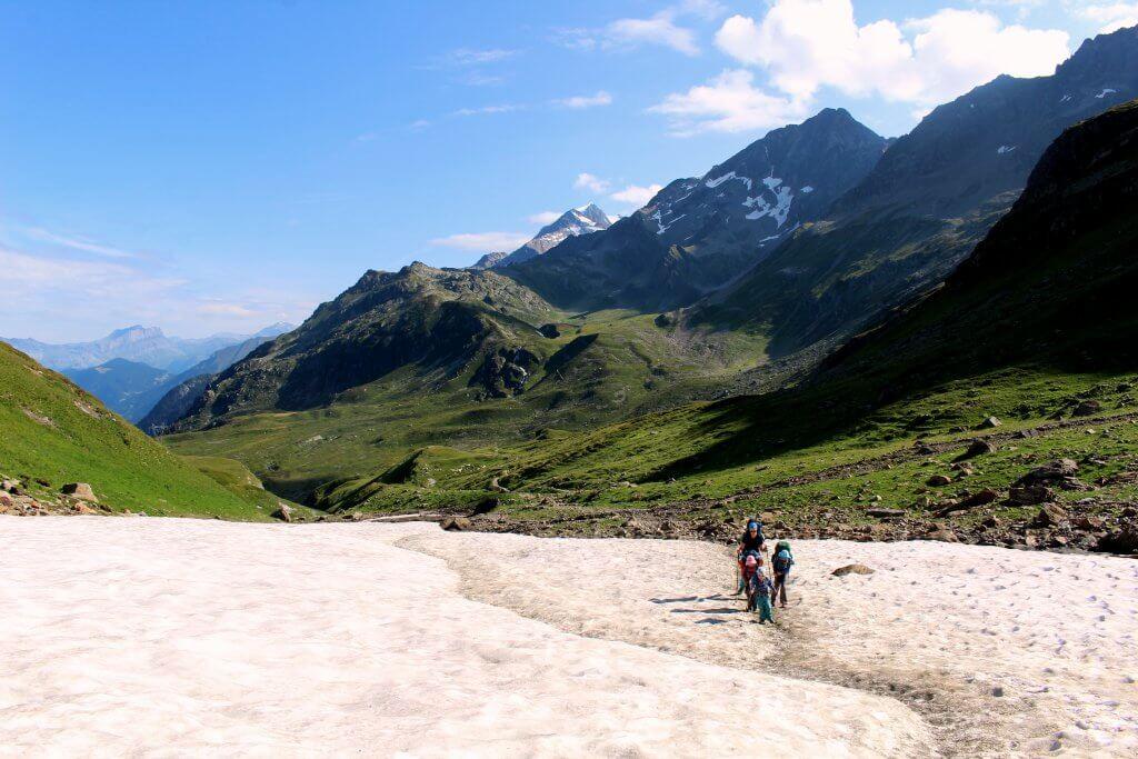 Weitwanderweg Tour du Mont Blanc - Frederik und seine Familie steigen zum Col de Bonhomme auf.
