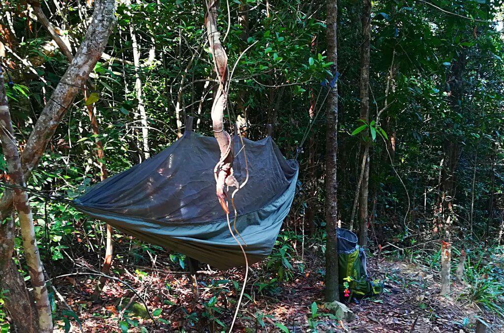 Hängematte für die Übernachtung im malaysischen Dschungel.