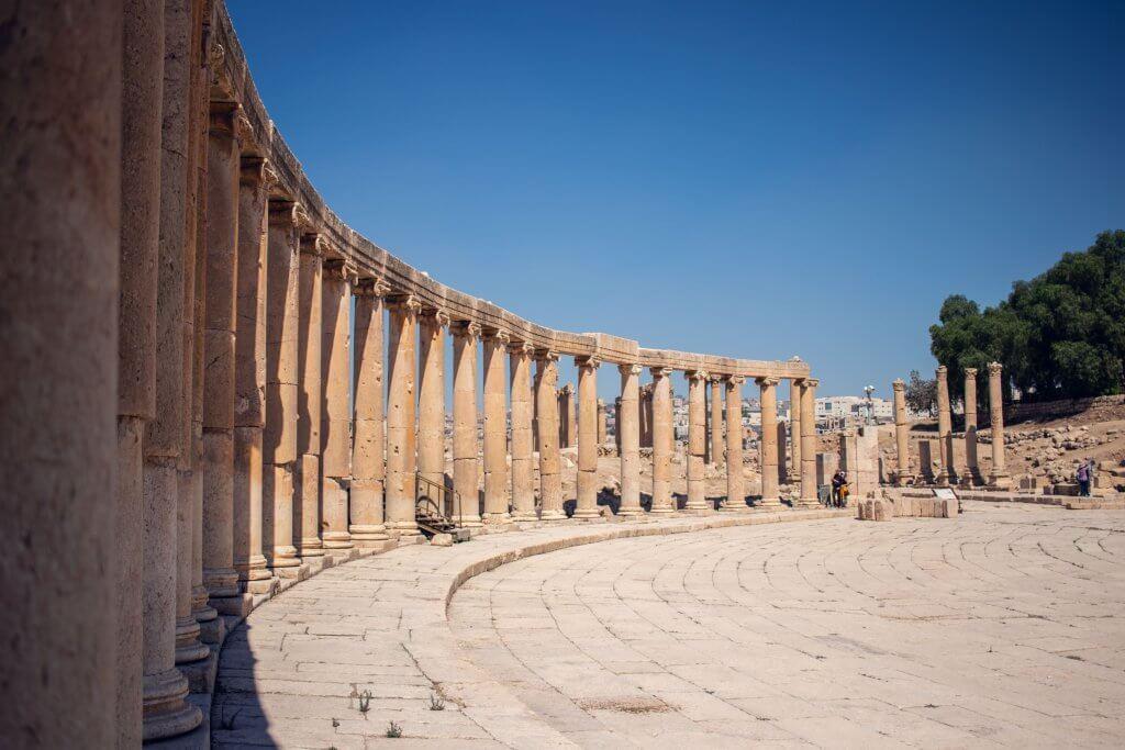 Roadtrip durch Jordanien: 500 Säulen auf dem Oval Plaza in Jerash.