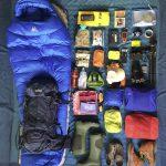 Yukon River Kanutour - Auf einer Decke ausgebreitetes Reise-Equipments von Anna.