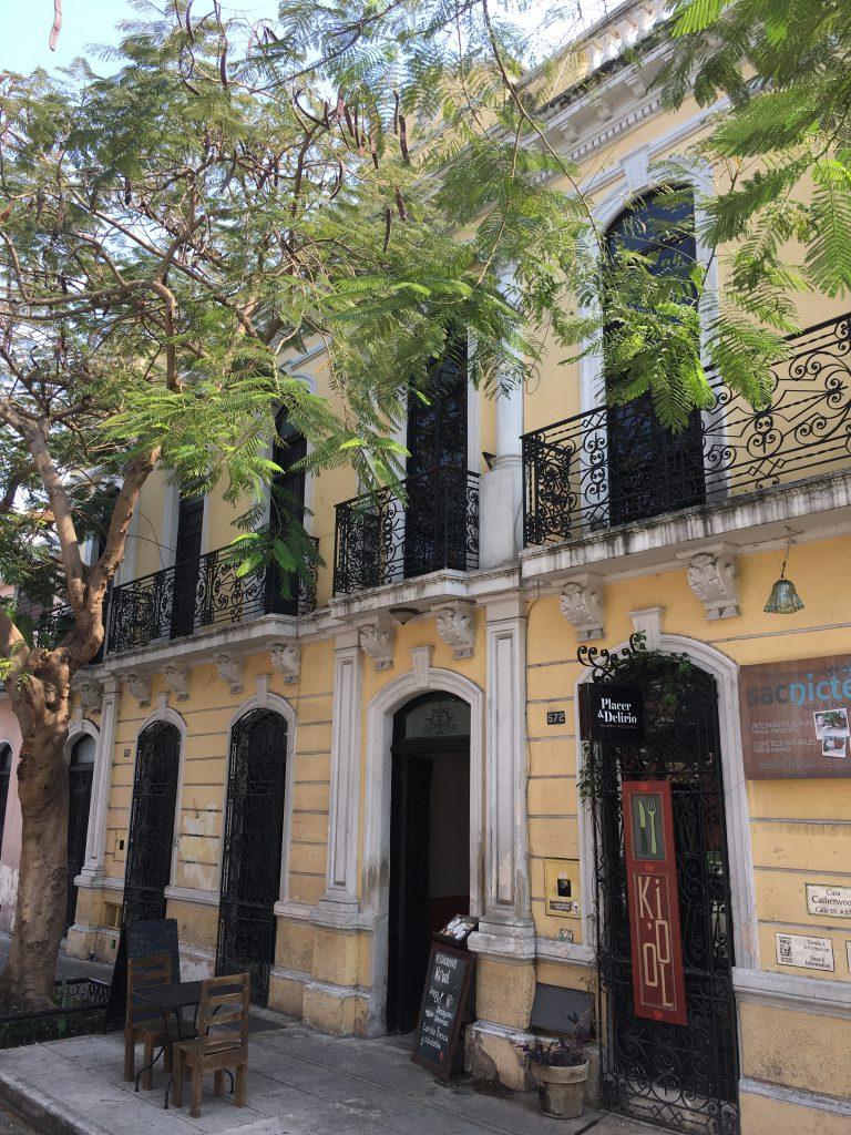 Roadtrip Yucatan - Hausfassade in Merida, Mexiko: Die Stadt ist ein Muss für alle Architektur-Fans.