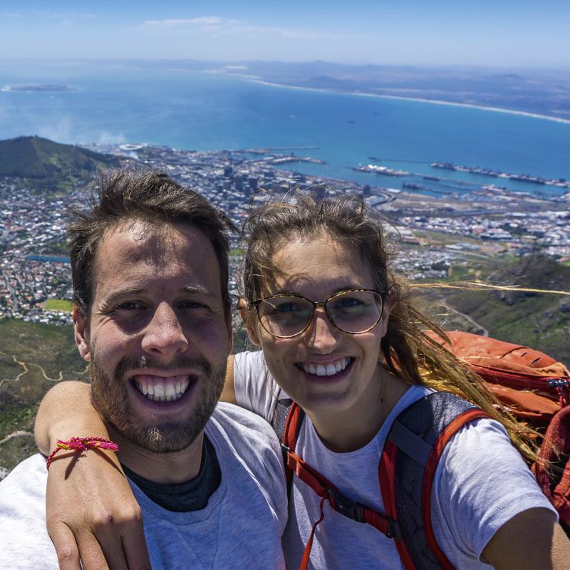 Garden Route Südafrika - Sara und Marco beim Selfie auf dem Tafelberg.