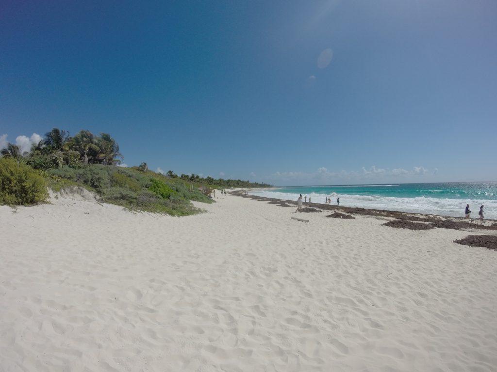 Roadtrip Yucatan - Der Playa-Chemuyil Nahe Akumal in Mexiko. Weisser Sandstrand, türkisblaues Meer und kaum Touristen.