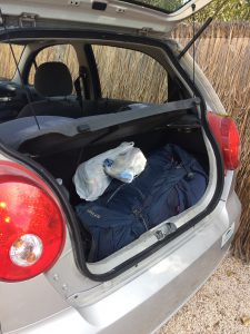 Alles bereit für den Roadtrip Yucatan - Sophies Trekkingrucksack passt gerade so in den Mietwagen.