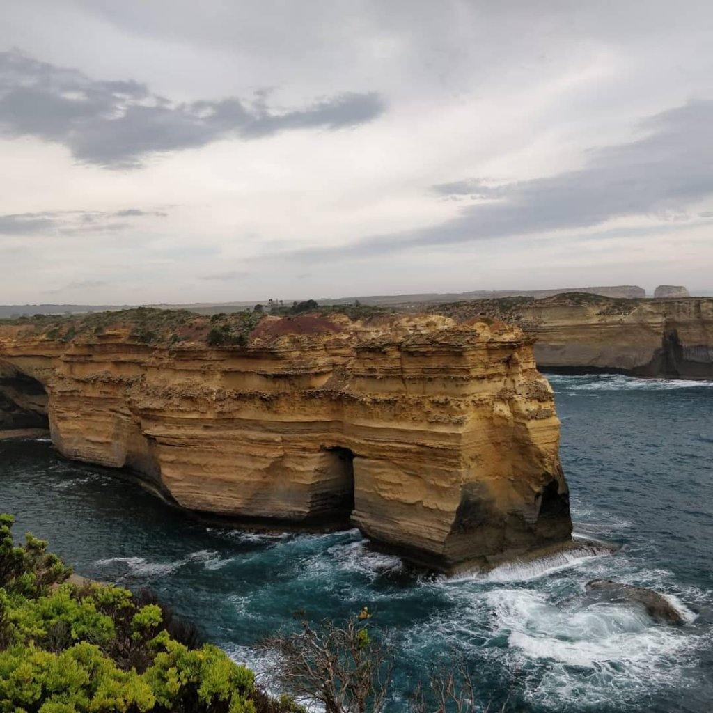 Felsen im Meer vor Melbourne, Australien.