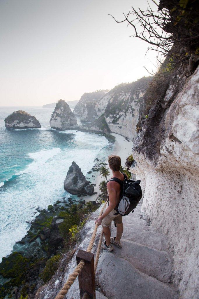 Blick auf Diamond Beach auf Nusa Penida vor Bali, Indonesien.