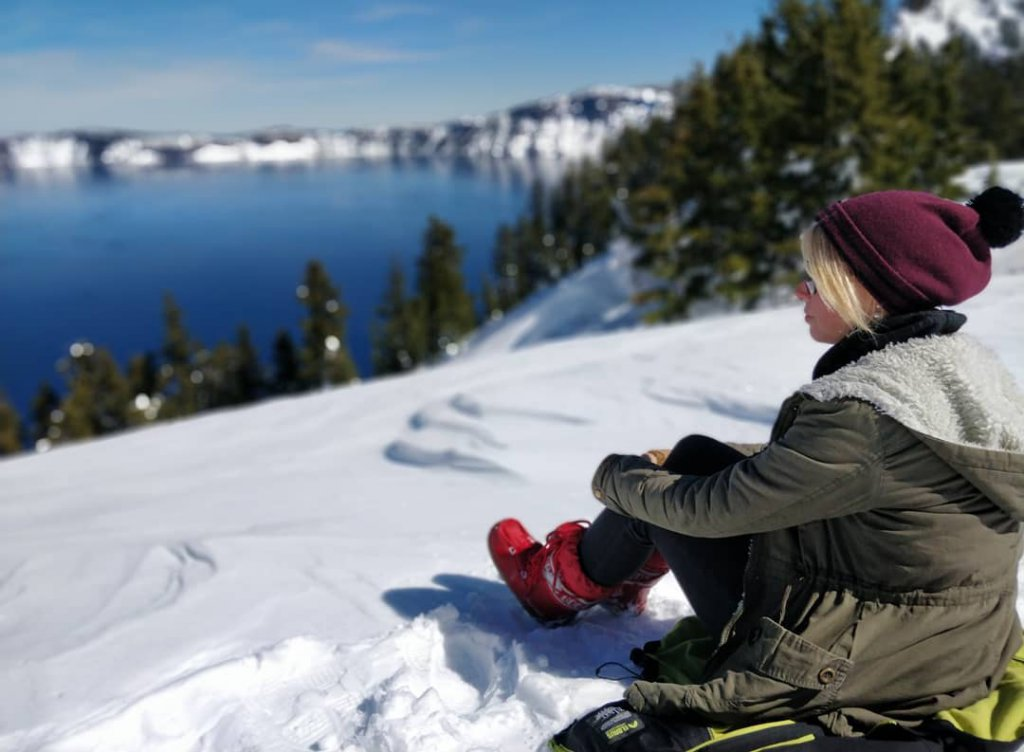 Nicole am Crater Lake im US-Bundesstaat Oregon.