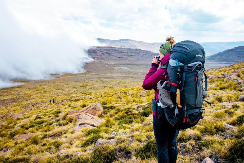 Kathrin Heckmann beim Foto schiessen in den Drakensbergen.