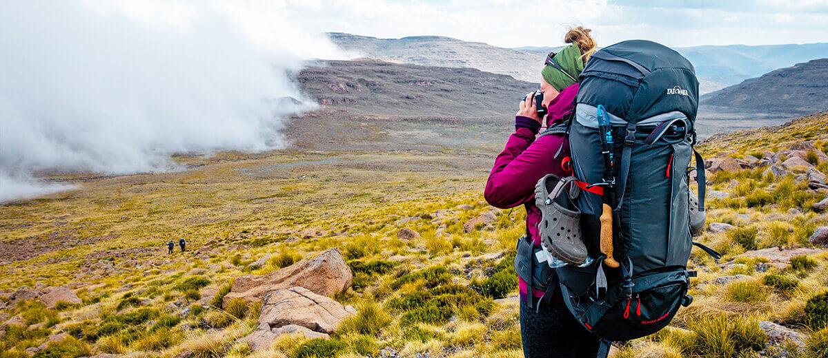 Kathrin Heckmann alias Fräulein Draußen unterwegs in den Drakensbergen.