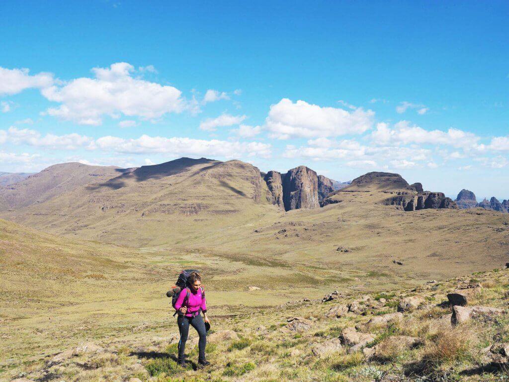 Kathrin beim Wandern in den Drakensbergen.