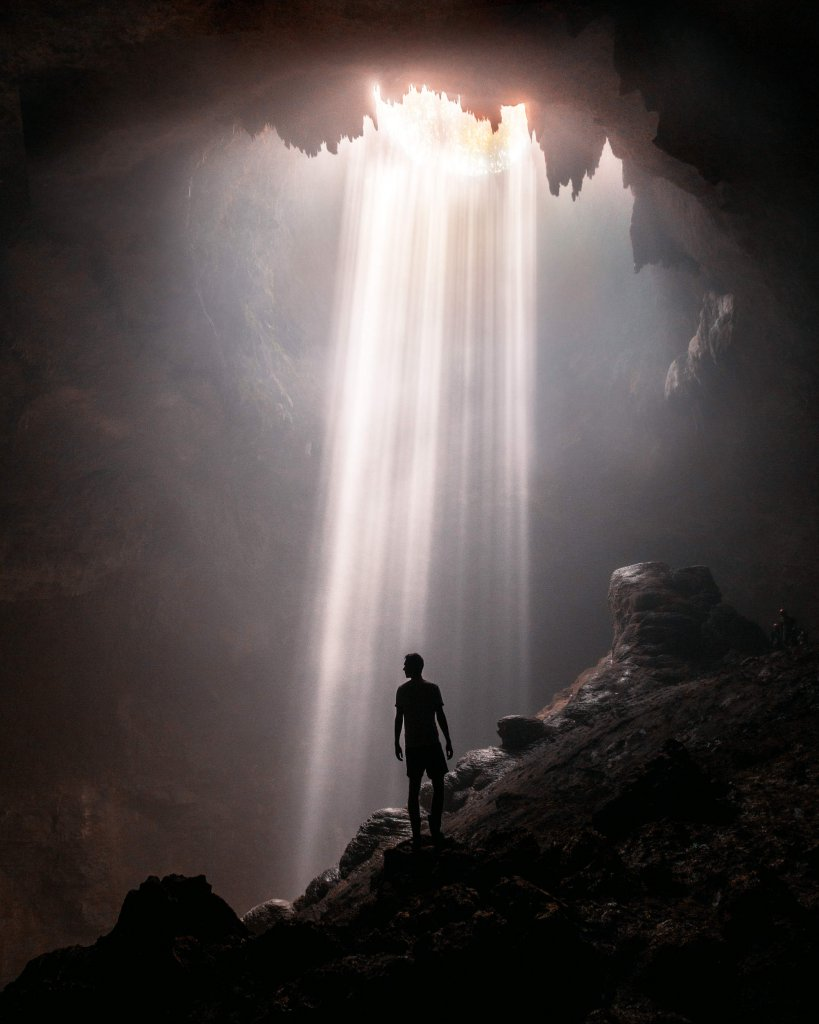 Lichteinfall in die Höhle Jomblang Cave auf Zentral-Java
