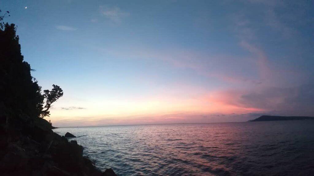 Sonnenuntergang auf Phumi Kaoh Rong Sanloem in Kambodscha.