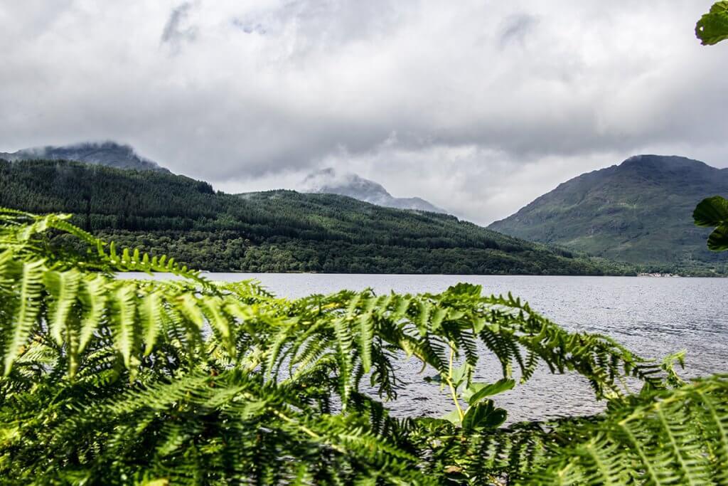 Blick auf den Loch Lomond, ein See 23 km nordwestlich von Glasgow.