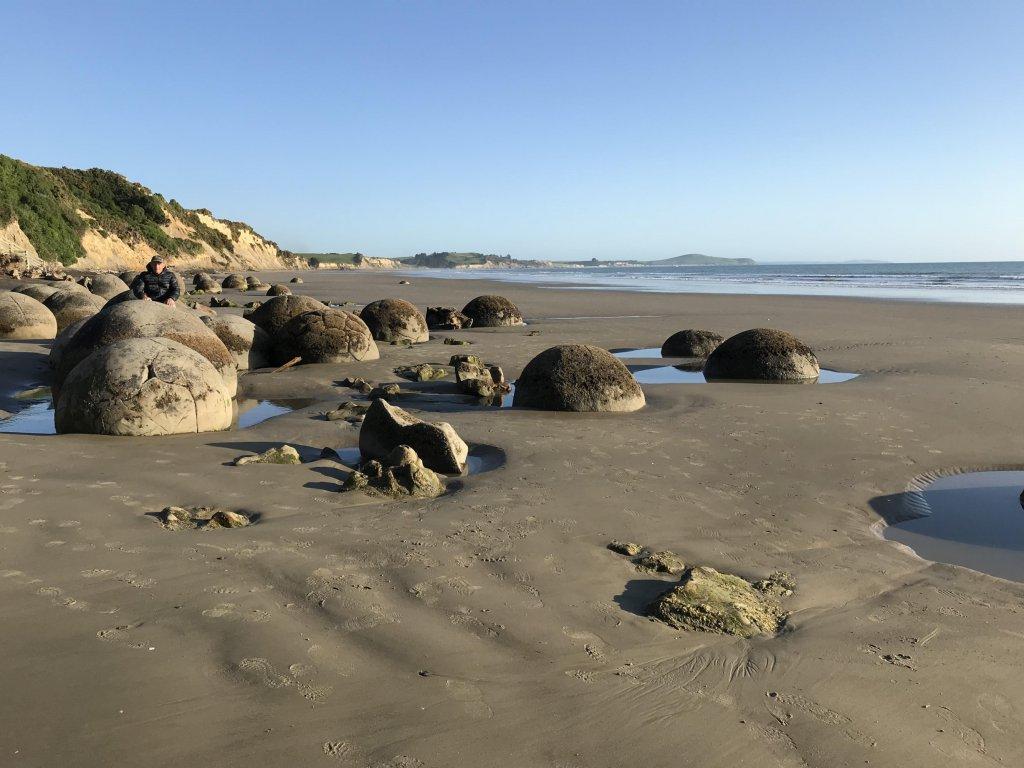 Moeraki Boulders am Koekohe Beach in Otago, Neuseeland.