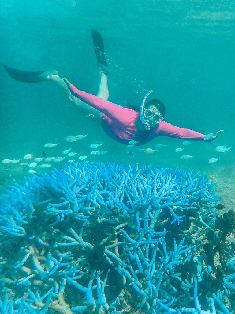 Caroline beim Schnorcheln auf den Fidschi-Inseln.