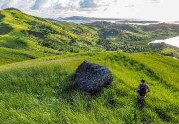 Reise auf die Fidschi-Ineln - Michi Bösiger beim Wandern auf Matacawalevu-Island.