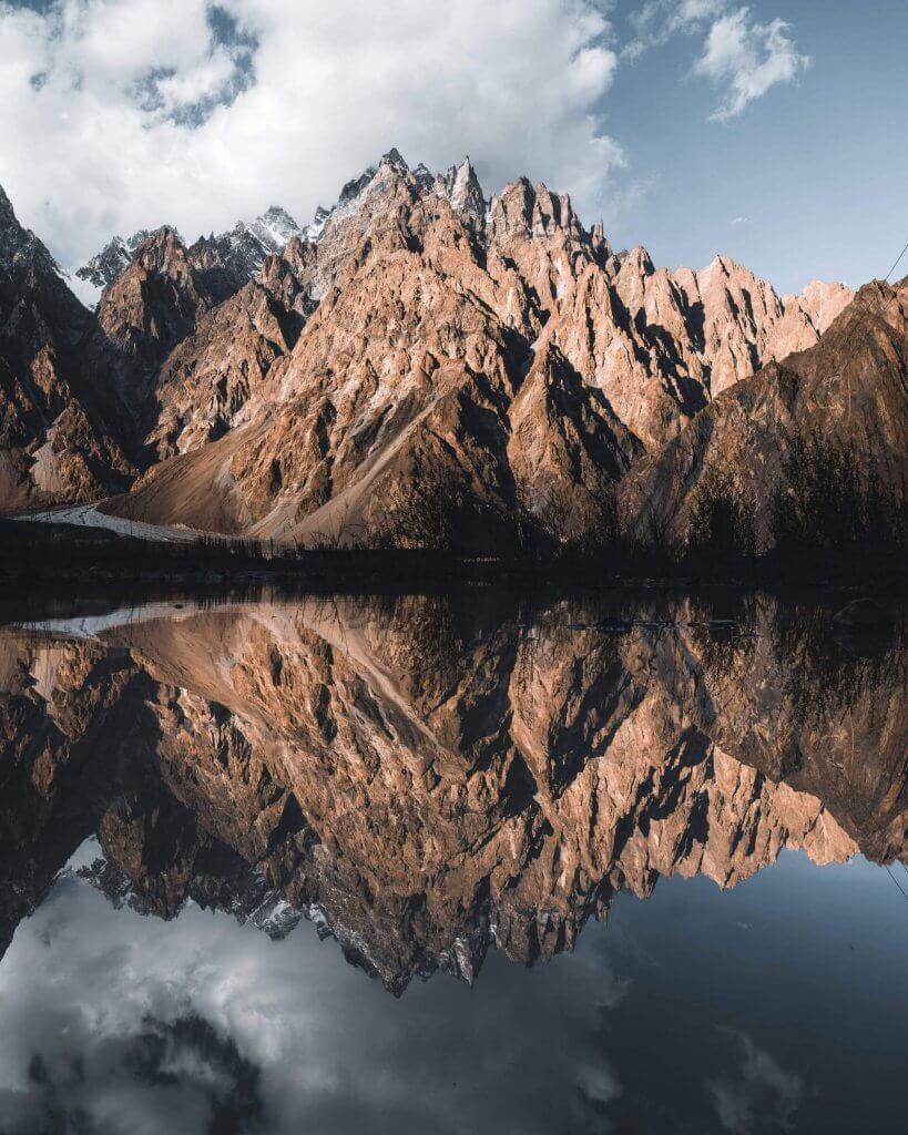 Passu Cones Berge mit See in der Region Hunza in Pakistan.