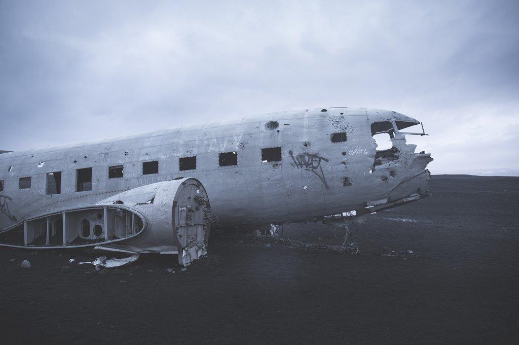 Das Flugzeugwrack einer abgestürzten C-117.