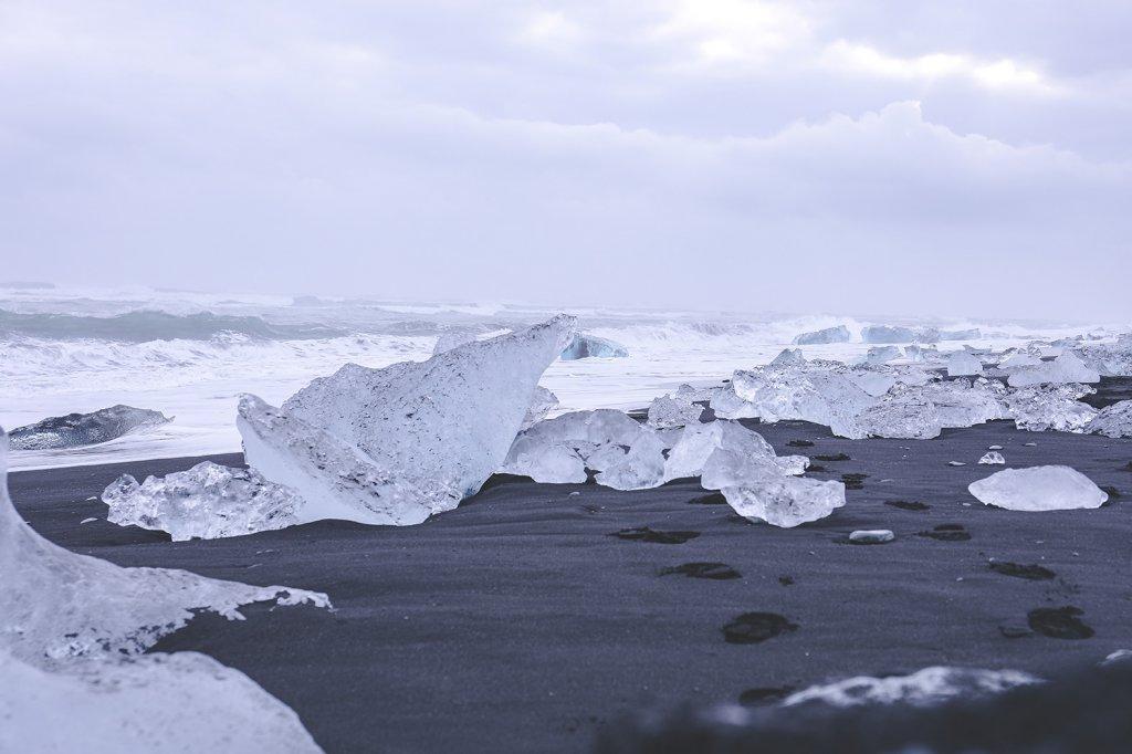 Roadtrip Island: Eisschorlen an der Gletscherlagune Jökulsárlón.