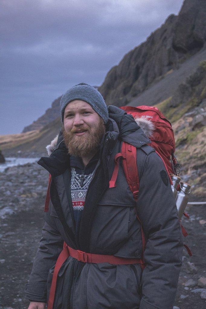 Sebastian mit seinem Tatonka Yukon Trekkingrucksack auf Island.