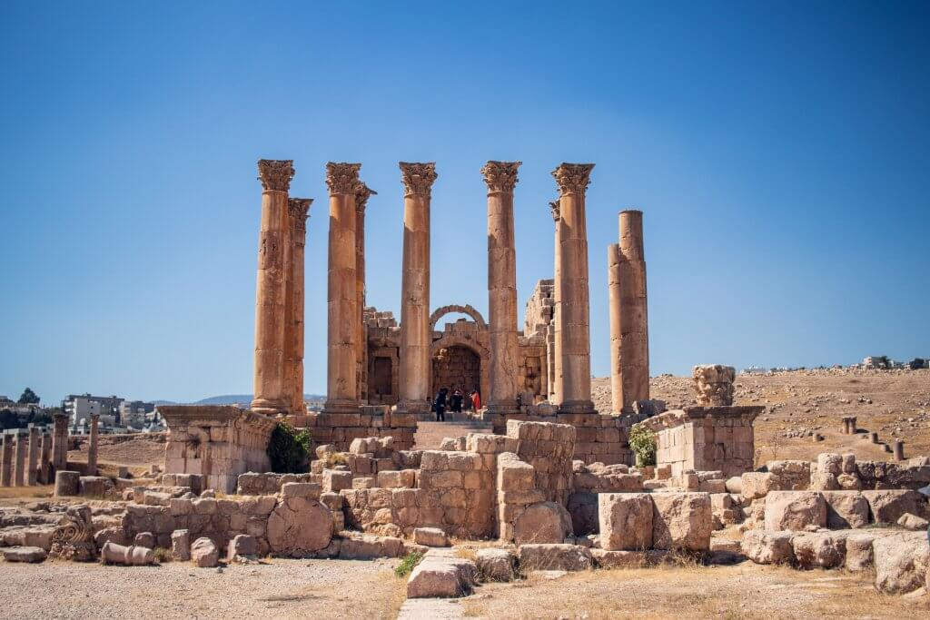 Roadtrip durch Jordanien: Ruinen am Tempel des Herkules auf dem Zitadellenhügel in Amman.