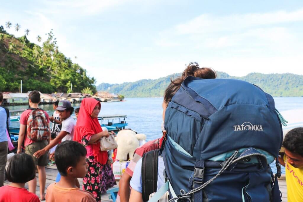 Rundreise Sulawesi - Runter von der Fähre, rein ins Paradies der Togian Inseln.
