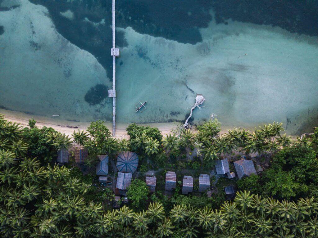 Vogelperspektive auf das Paradies der Togian Inseln.