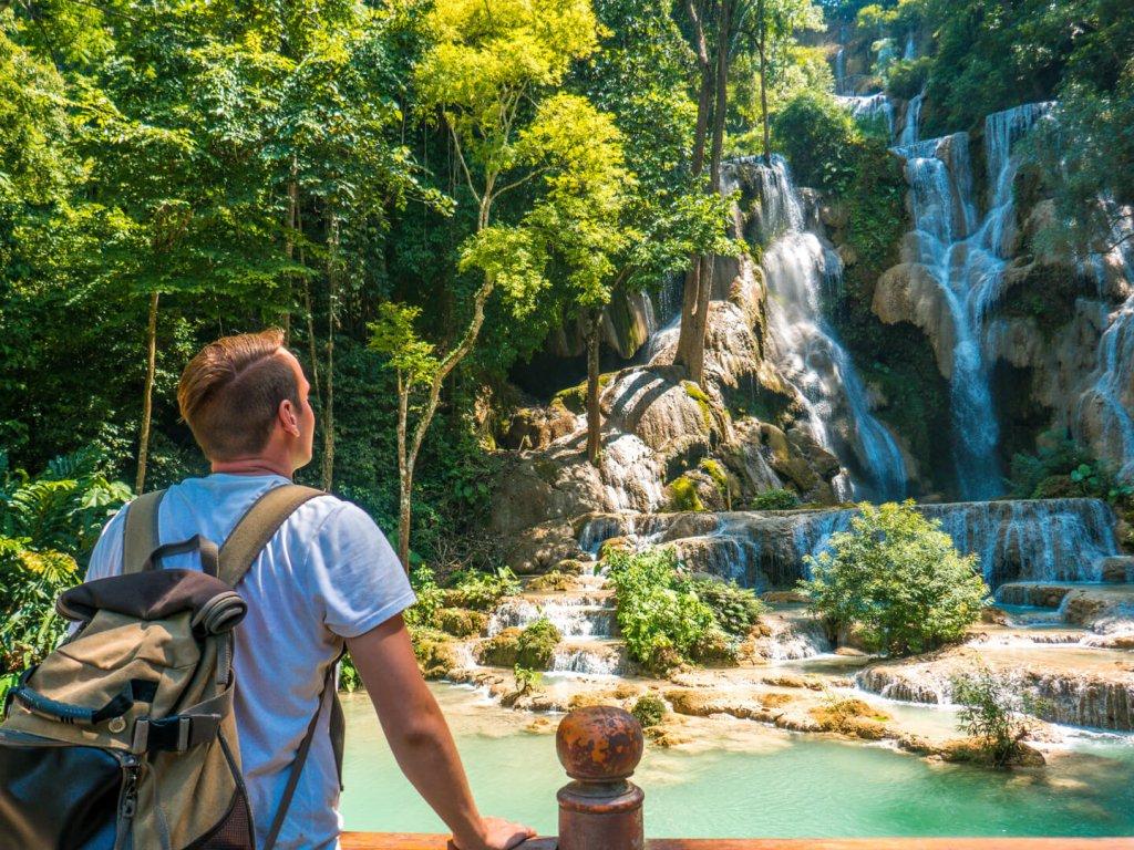 Daniel an einem Wasserfall nahe Kanchanaburi in Thailand.