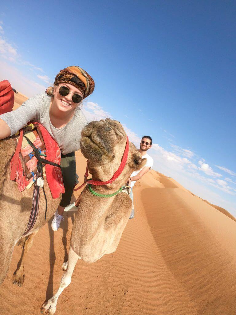 Kamel-Safari durch die Wahiba Sands Wüste im Oman.