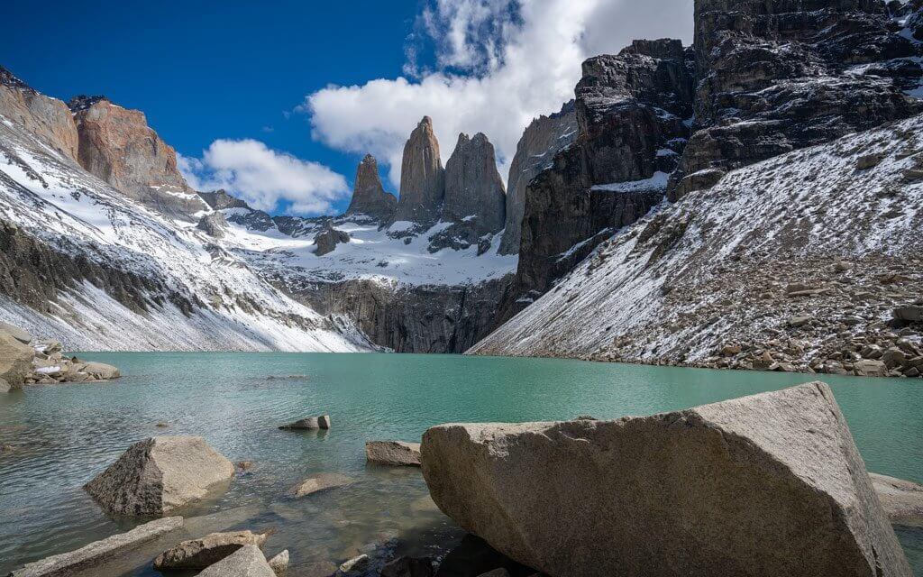 Blick von der Laguna Amarga auf die Torres del Paine.