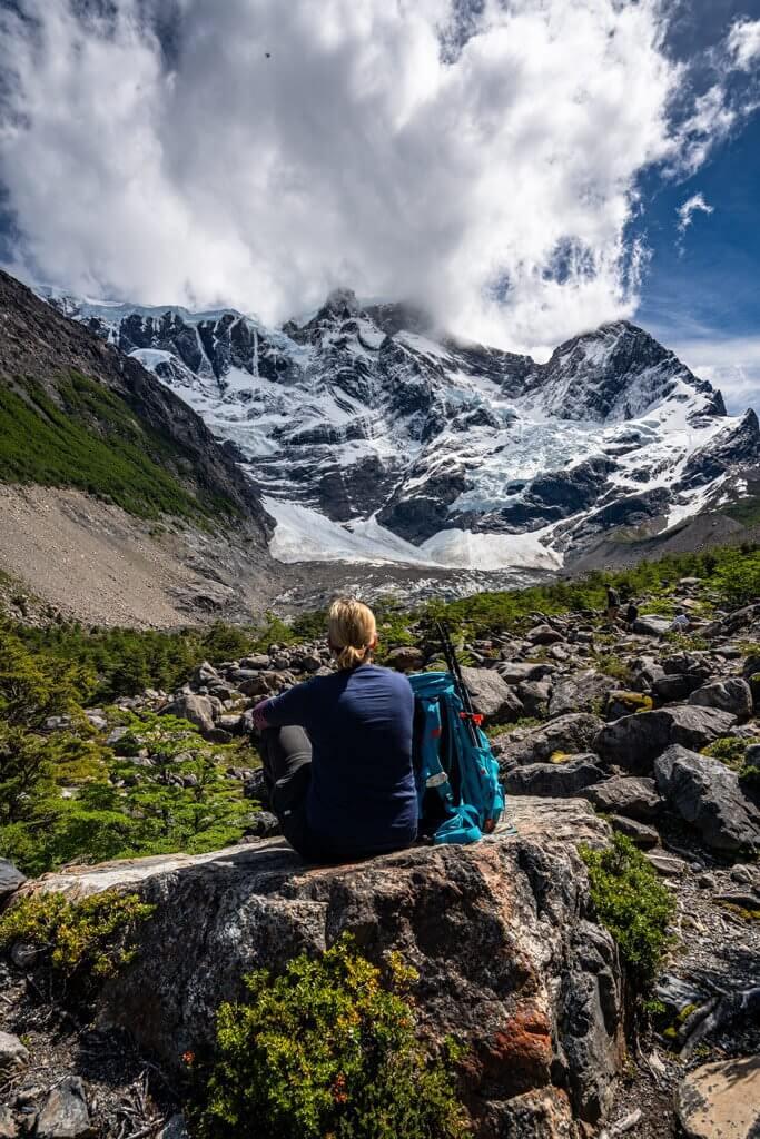 Blick auf schneebehangene Gipfel im Valle Frances.