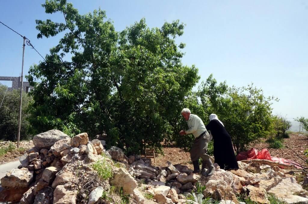 Einheimische in einem Ort entlang des Jordan Trails in Jordanien.