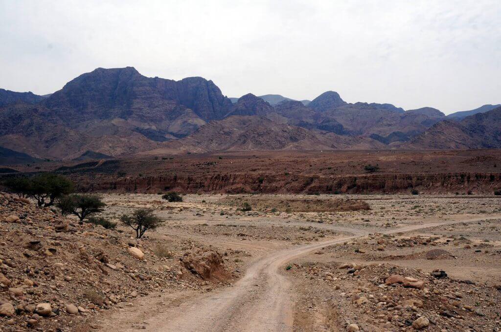 Trekking-Tour durch Jordanien - Einsamer Wegabschnitt auf dem Jordan Trail von Dana nach Petra.
