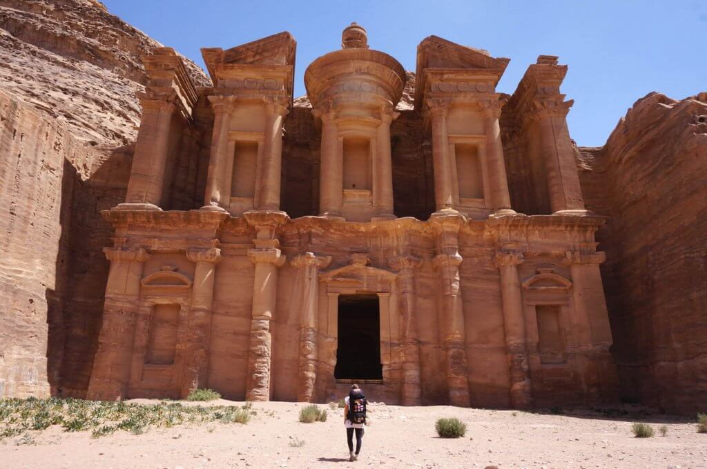 Trekken auf dem Jordan Trail - Ad Deir Kloster in Petra.