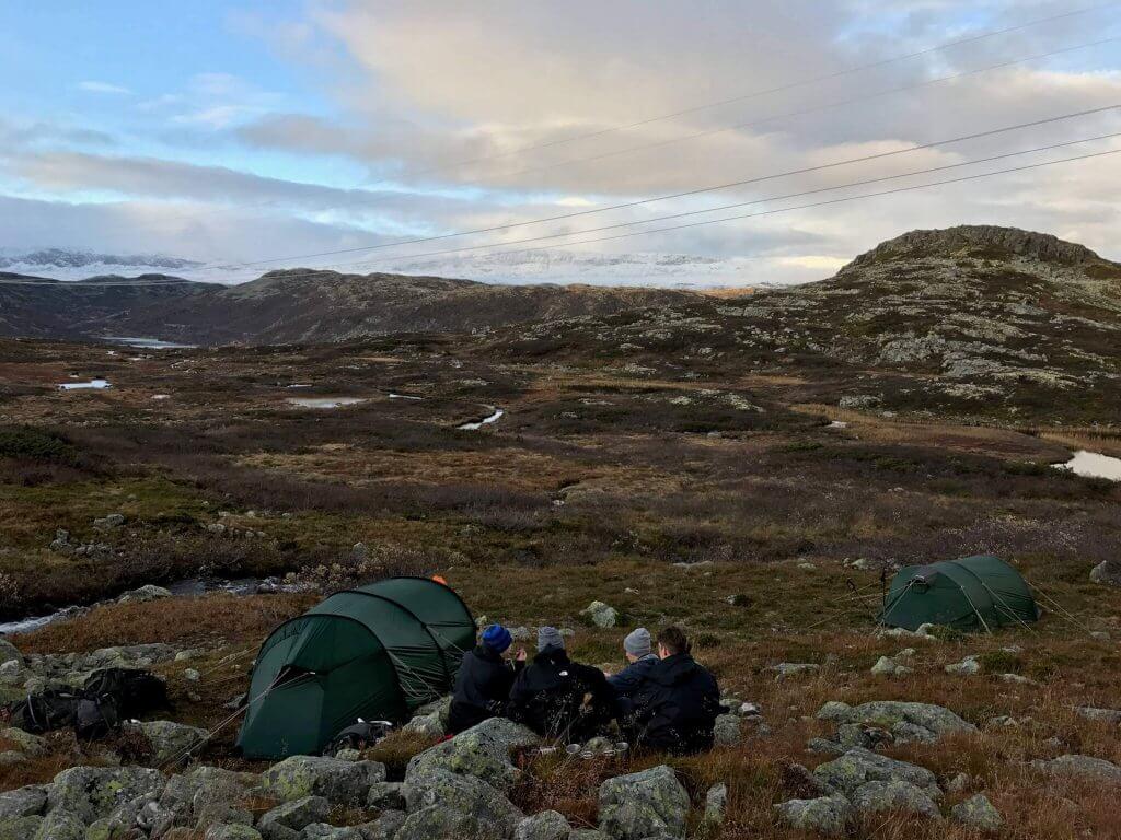 Hardangervidda - Rast neben den Zelten nach der Tageswanderung