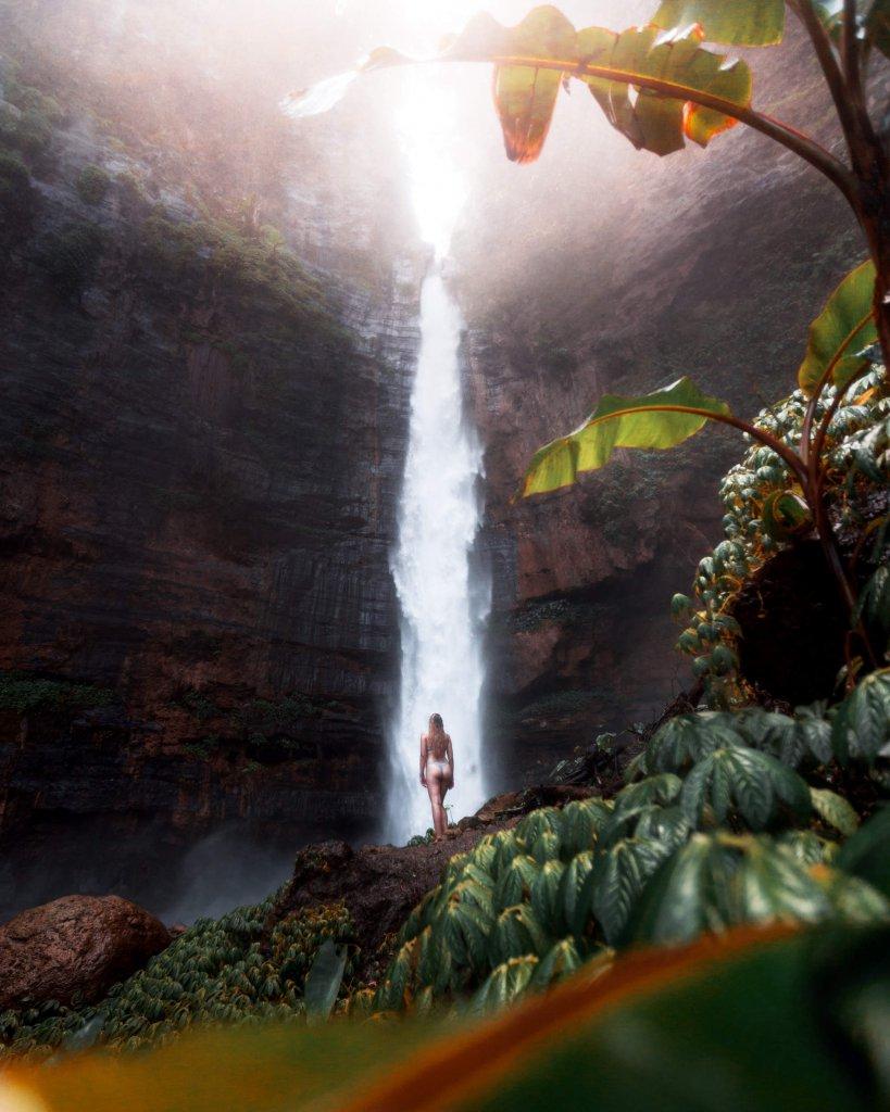 Wasserfall Kapas Biru im Osten von Java, Indonesien.