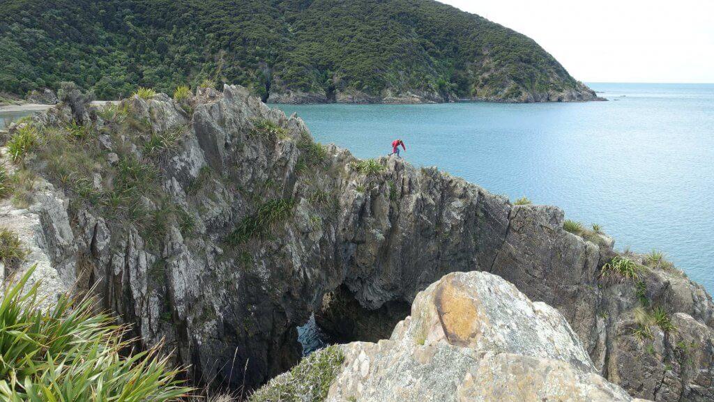 Auf Felsen klettern.